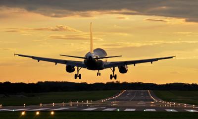 Pigūs lėktuvų bilietai iš Vilniaus, Rygos, Palangos, Kauno nuo €14 tik su Flymaster.LT